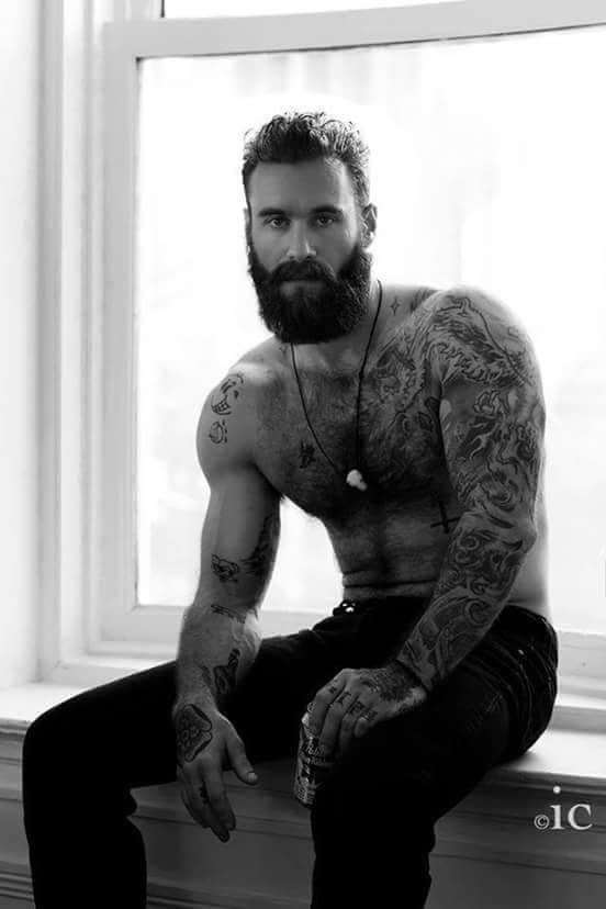 Jedz jak facet! – Bearded, inked and awesome